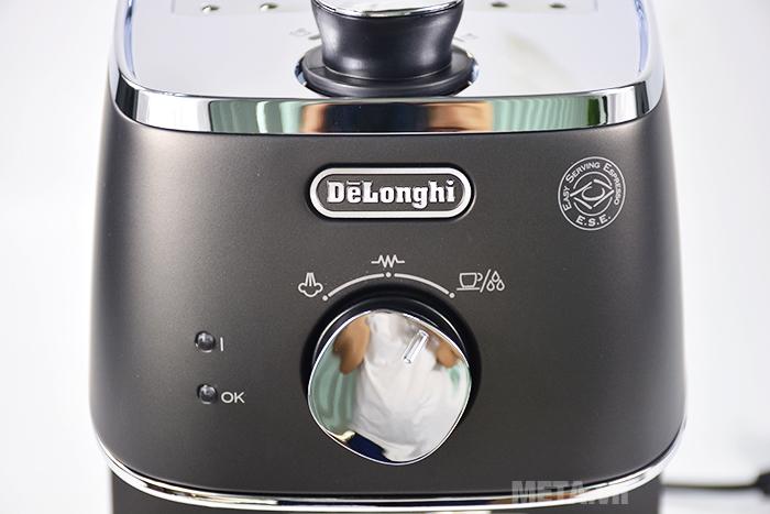 Delonghi Distinta ECI 341.BK có đèn báo hiển thị