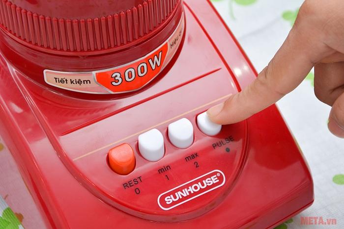 Máy có thiết kế nhỏ gọn, hiện đại, tiện dụng với 2 tốc độ và một nút nhồi