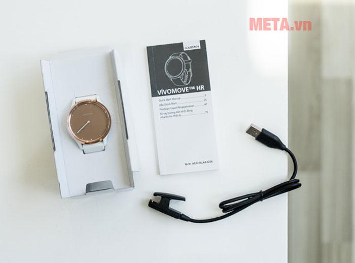Đồng hồ sử dụng sạc có cổng kết nối USB tương thích với nhiều thiết bị