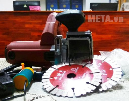 Máy cắt rãnh tường Btec bt211 có vỏ máy bọc nhựa