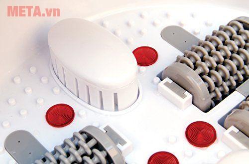 Con lăn đặt dưới đáy bồn đan xen những chiếc đèn hồng ngoại càng làm tăng thêm hiệu quả massage.