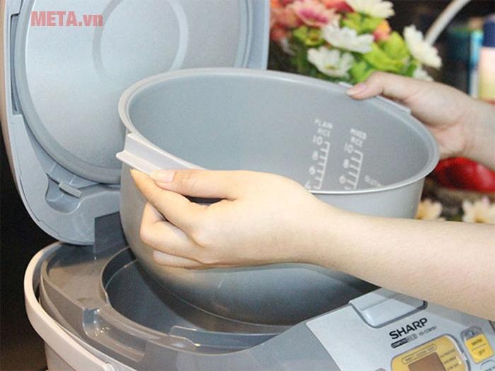 Để đong gạo và nước chính xác, xem mục