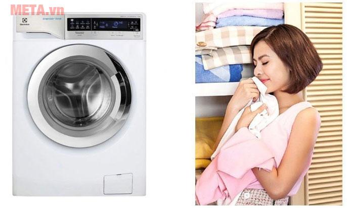 Máy giặt cửa trước 11kg Electrolux EWF14113 giúp quần áo luôn sạch sẽ