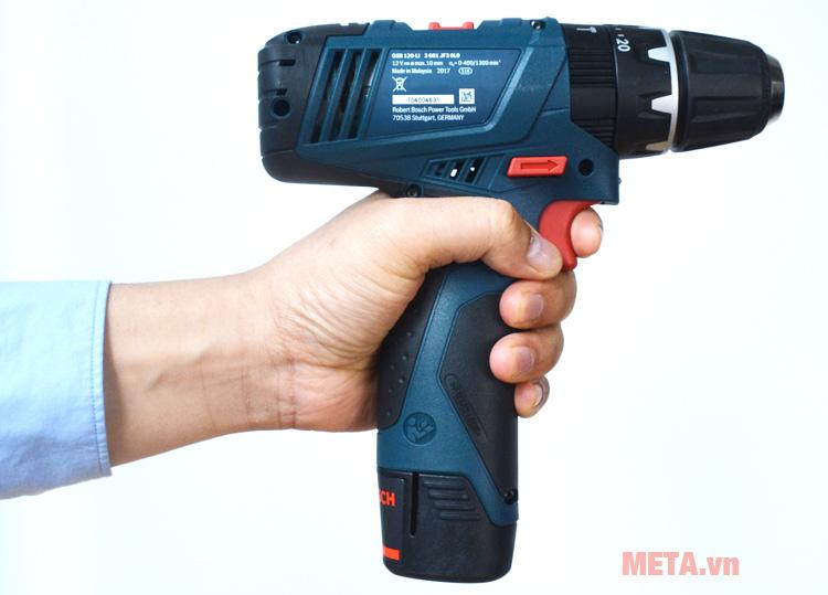 Máy khoan vặn vít động lực dùng pin Bosch GSB 120-LI có thiết kế cầm tay tiện lợi