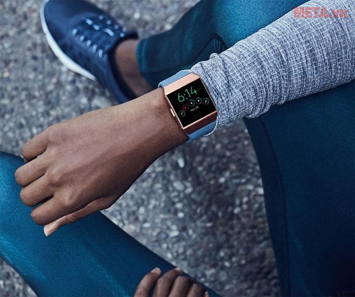 Fitbit Ionic là chiếc smartwatch đầu tiên được Fitbit tung ra thị trường