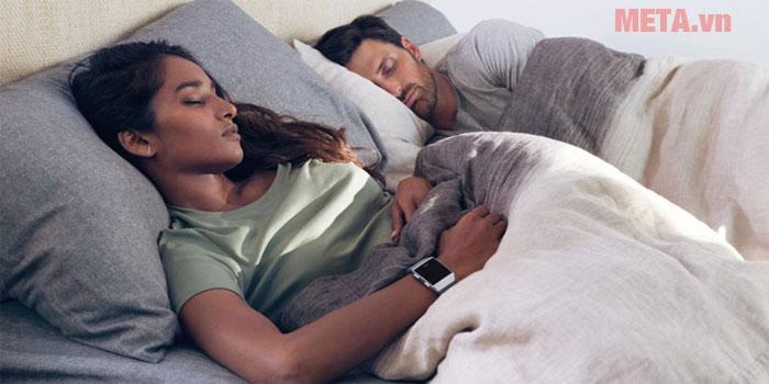 Fitbit Ionic sẽ theo dõi và đảm bảo giấc ngủ của bạn