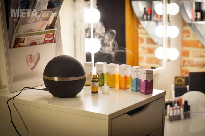 Sử dụng máy khuếch tán tinh dầu sẽ tạo hơi khói nhỏ giữ ẩm rất tốt.
