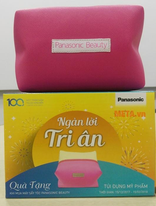 Túi đựng mỹ phẩm cao cấp với thiết kế màu hồng.