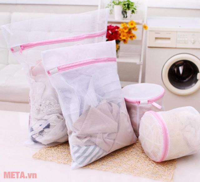 Sử dụng túi giặt chống nhăn quần áo