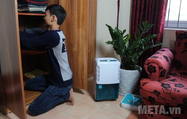 Máy hút ẩm dân dụng FujiE HM-616EB giúp cân bằng độ ẩm hiệu quả