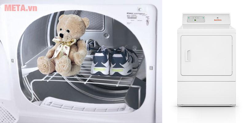 Máy sấy quần áo giúp đồ dùng khô nhanh