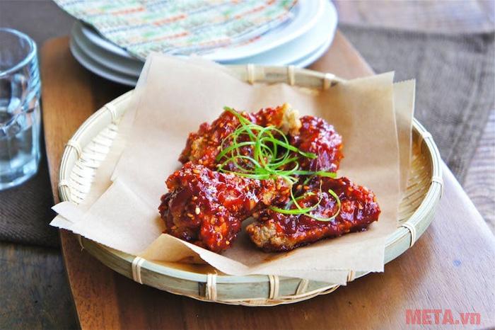 Gà rán phong cách Hàn Quốc đầy đủ vị chua - cay - mặn - ngọt
