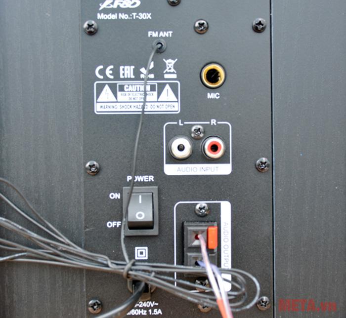 Các công kết nối với thiết bị phát nhạc