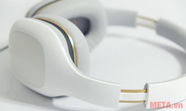 Người dùng có thể dễ dàng điều chỉnh độ rộng của Mi Comfort Headphones