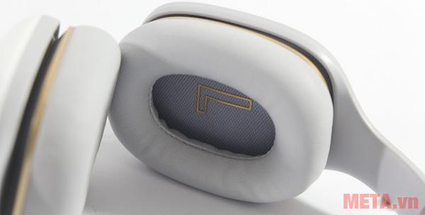 Tai nghe Xiaomi Mi Headphone Comfort ZBW4353TY được thiết kế hai chiếc tai nghe trái phải riêng biệt