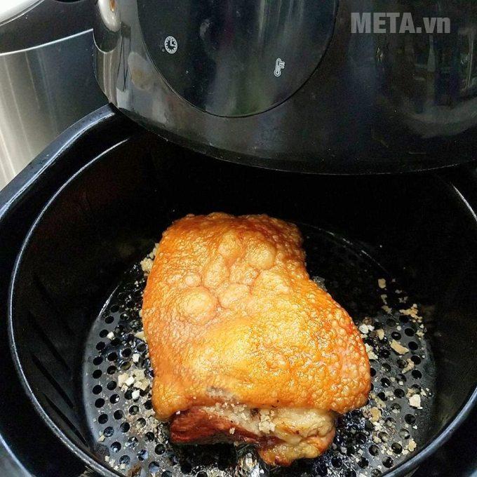 Phần bì sẽ trở nên thơm và giòn hơn khi quay bằng nồi chiên không dầu.