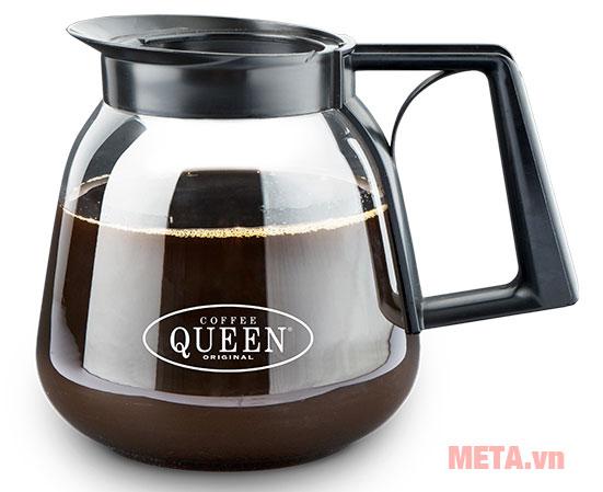 Hình ảnh minh họa bình thủy được đặt để đựng cà phê sau khi lọc từ máy