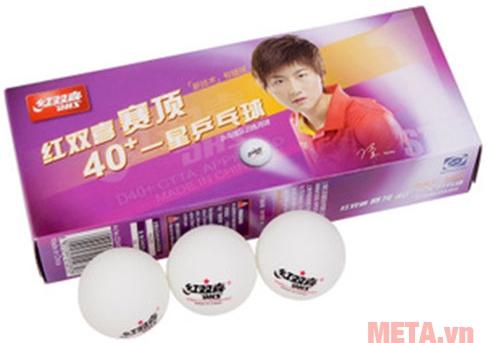 Quả bóng bàn có màu trắng, độ nảy tốt