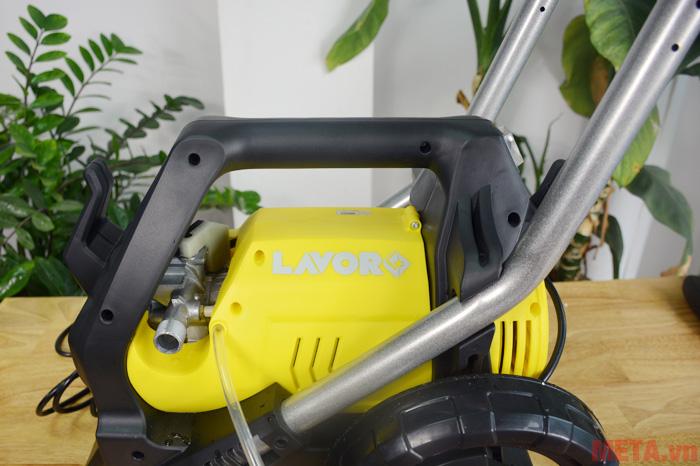 Hình ảnh vị trí lắp dây phun áp lực của máy