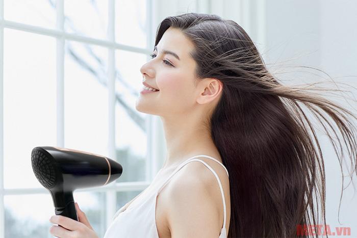 Máy sấy tóc Panasonic EH-ND30 giúp bạn sấy tóc khô nhanh chóng hơn