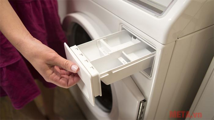 Khay để nước xả vải và bột giặt được thiết kế riêng biệt