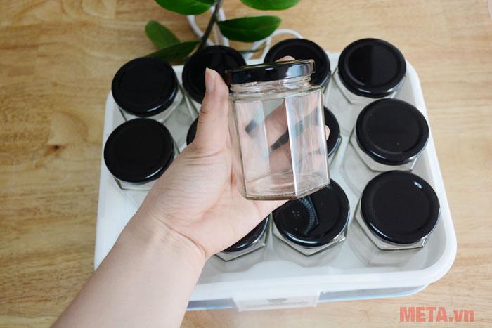 Các cốc đựng được làm từ thủy tinh đảm bảo an toàn cho sức khỏe người sử dụng