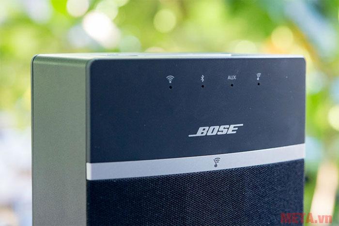 Logo hãng Bose được thiết kế ngay trước thân loa