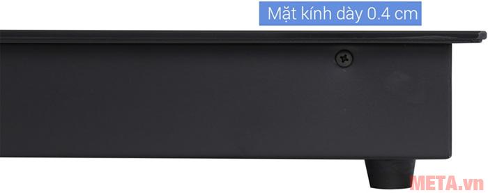 Mặt bếp từ mỏng chỉ 0,4 cm, thích hợp để lắp đặt âm dưới kệ bếp