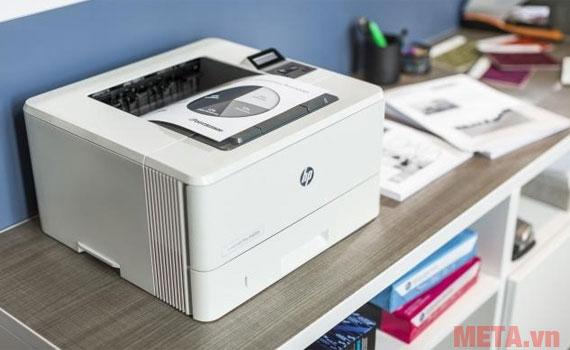 Hình ảnh sử dụng máy in LaserJet HP M402DN