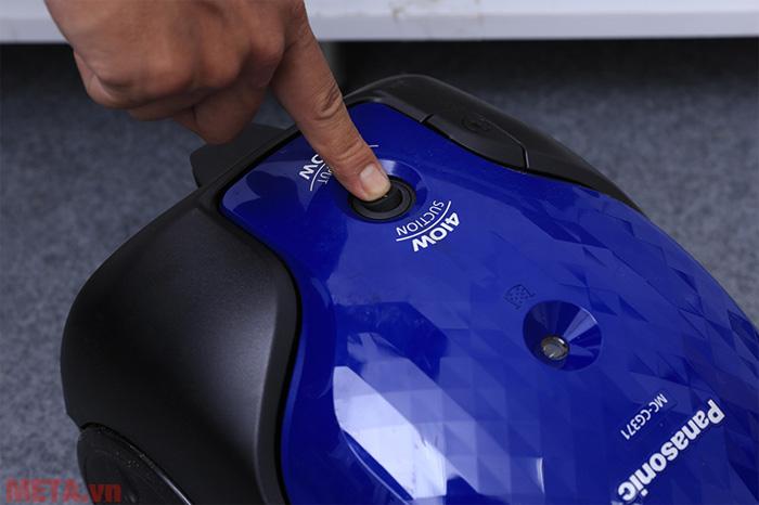 Công tắc bật mở của máy dễ dàng sử dụng