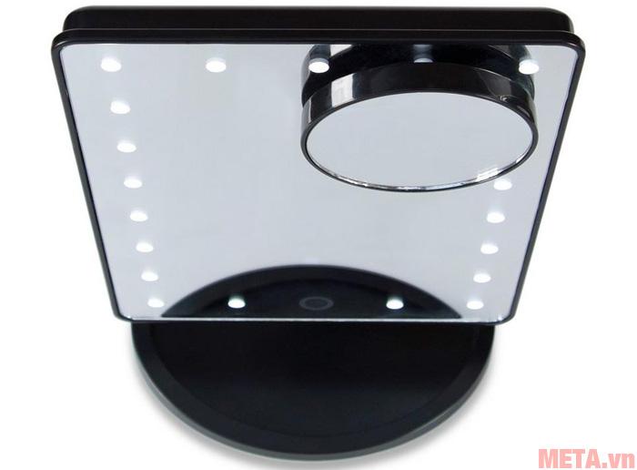 Các điểm đèn được thiết kế cân đối trên gương