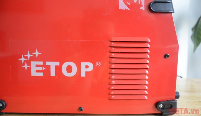 Khe tản nhiệt được thiết kế trên thân máy