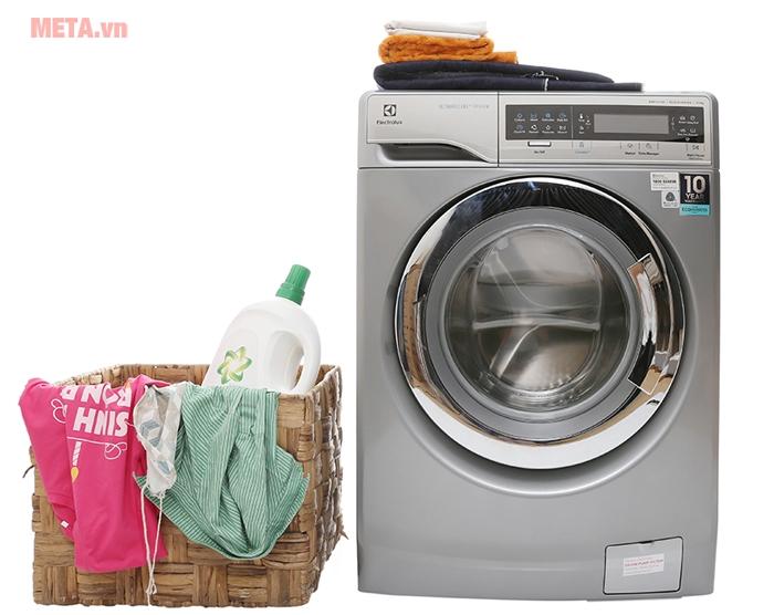 Máy giặt cửa trước 11kg Electrolux EWF14113S có công nghệ giặt hơi nước