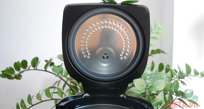 Núm thoát hơi được thiết kế trên vùng máy