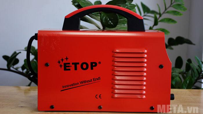 Khe tản nhiệt được thiết kế hai bên thân máy