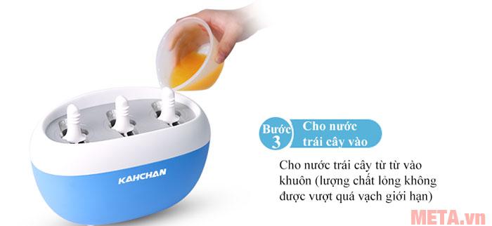 Bước 3: Cho nước trái cây hoặc sữa vào