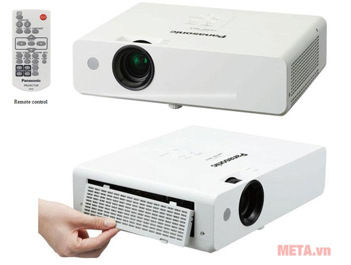 Máy chiếu PT-LW333 có remote điều khiển