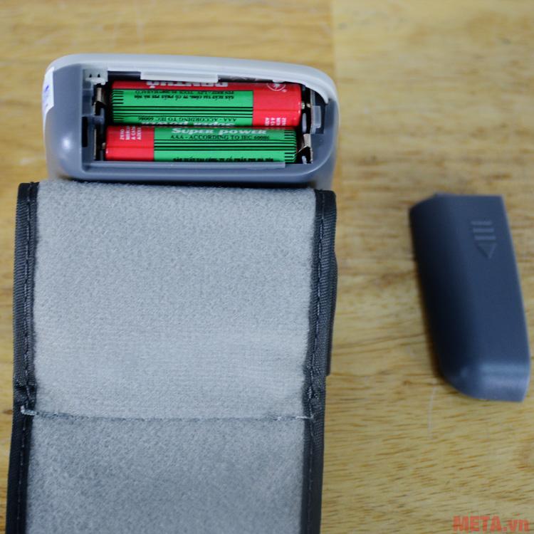 Máy đo huyết áp sử dụng 2 pin AA