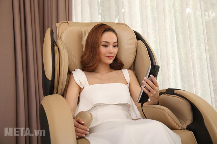 Ghế massage toàn thânTokuyo được trang bị điều khiển từ xa tiện ích