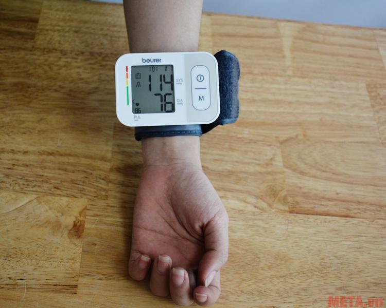 Máy đo huyết áp cổ tay Beurer BC28 là sự lựa chọn lý tưởng để chăm sóc sức khỏe tại nhà