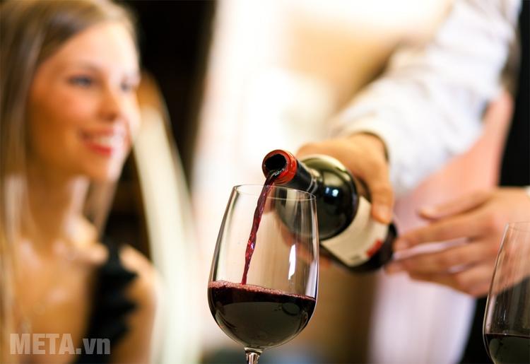 Tuổi thọ của rượu vang đỏ và rượu vang trắng