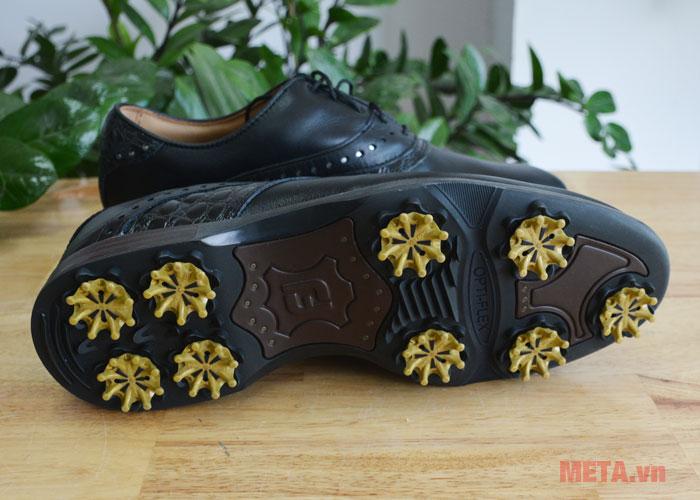 Giày golf nam với đế được tán đinh