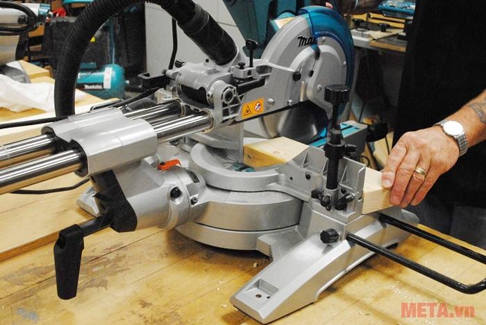 Máy cắt nhôm Makita LH1040 1.650W 260mm