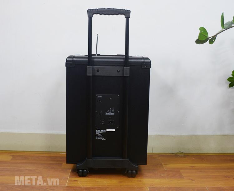 Fenda T2 có thùng loa bằng nhựa