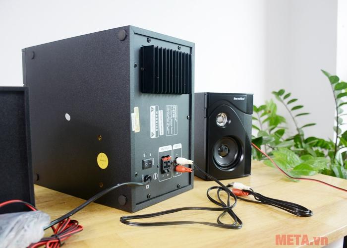 Loa Soundmax A 2100/2.1 được trang bị jack cắm RCA để kết nối với TV