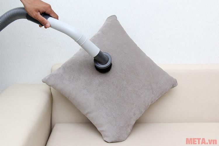 Đầu hút bàn chải phù hợp để hút trên nệm ghế, sofa