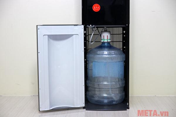 Vị trí đặt bình nước trong thân máy giúp người dùng dễ sử dụng hơn