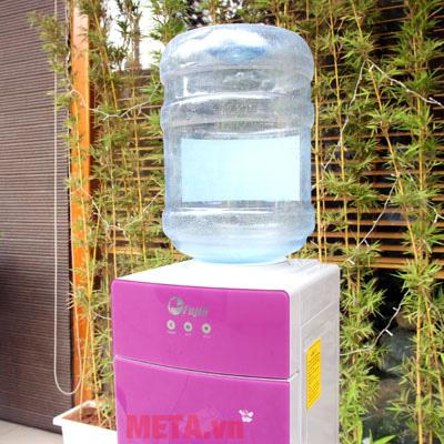 Sản phẩm được thiết kế theo kiểu đặt úp bình nước phía trên