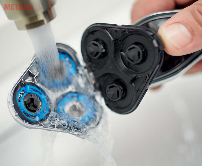 Máy cạo râu Philips S5070 vệ sinh lưỡi được dưới vòi nước