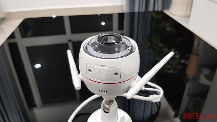 Camera được thích hợp còi báo động